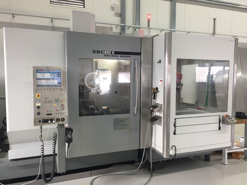 CNC Milling Vertical Machine DMG MORI DMC 835 V + KUKA ROBOT Used